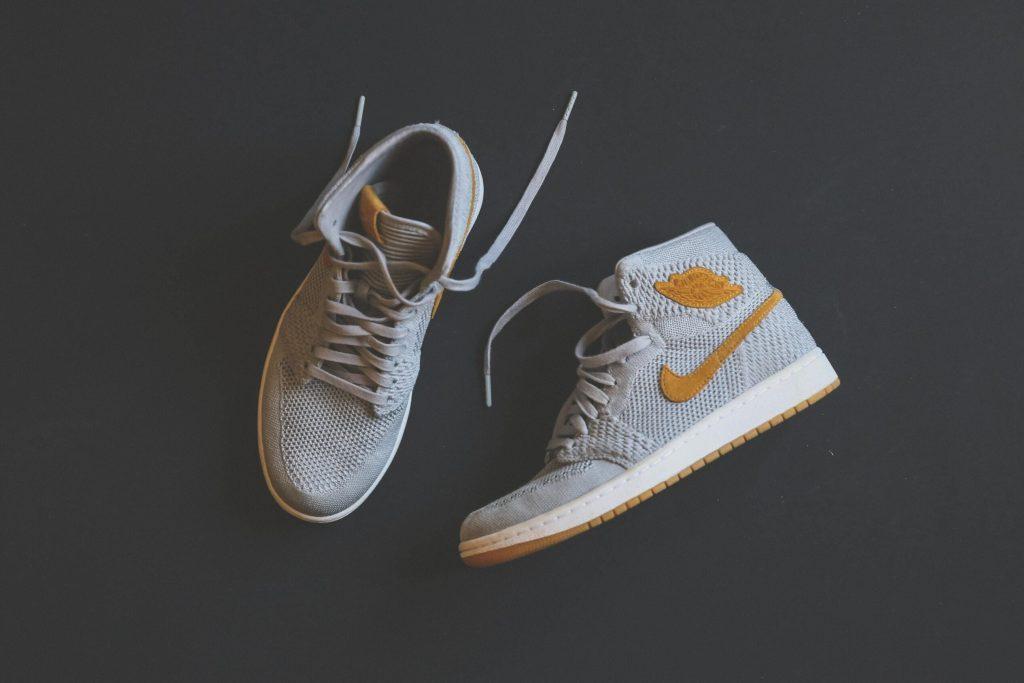 chaussures en vente sur une marketplace