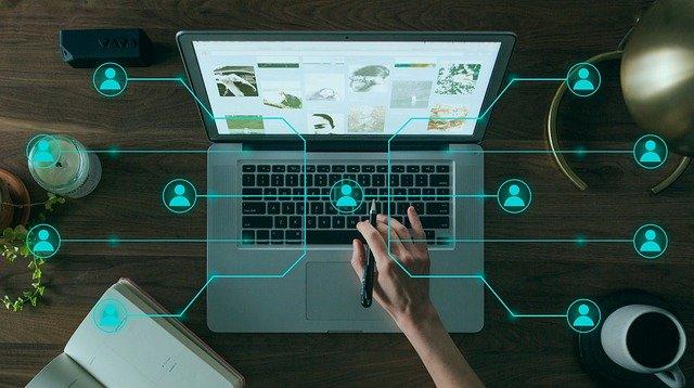 ordinateur avec icone client